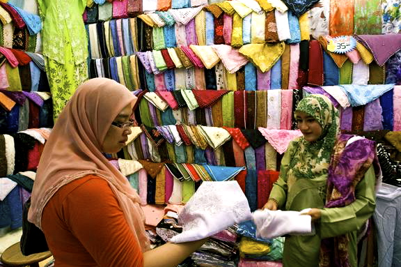 women-shopping-for-scarfs-during-ramadan